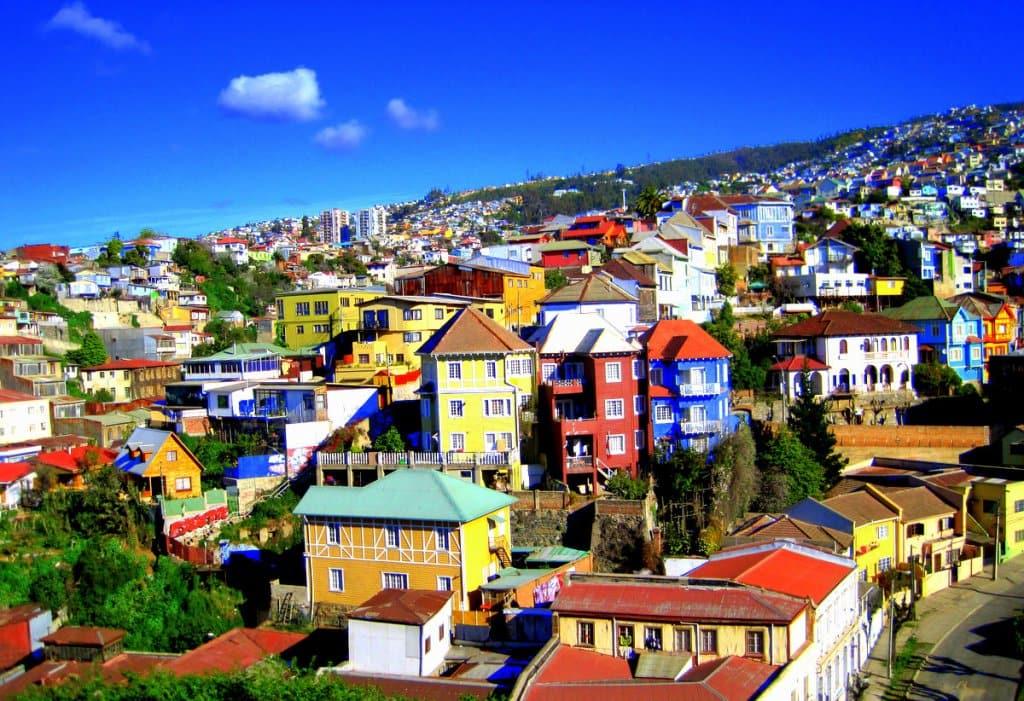 Passeio entre os morros e casas de Valparaíso