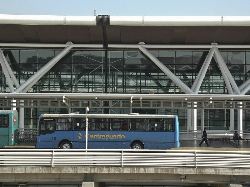 Como ir de ônibus do Aeroporto Internacional Comodoro Arturo Merino Benítez até o centro de Santiago do Chile