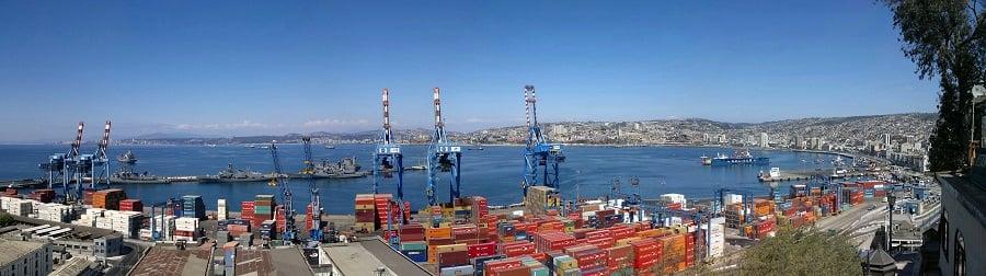 Visitar a Plaza Sotomayor e o Porto de Valparaíso