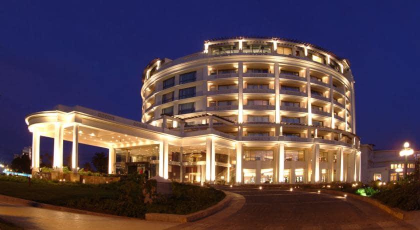 Visitar o Casino Municipal a noite em Viña del Mar