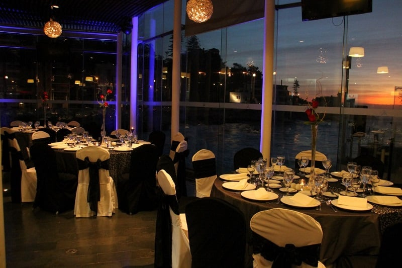 Visitar um dos restaurantes de Viña del Mar a noite