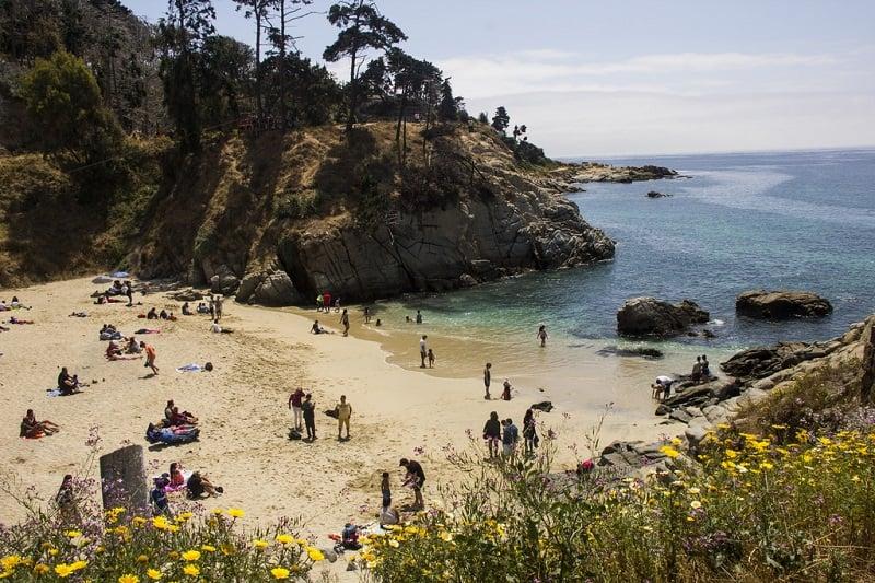 Passeio romântico na Praia Los Enamorados em Viña del Mar