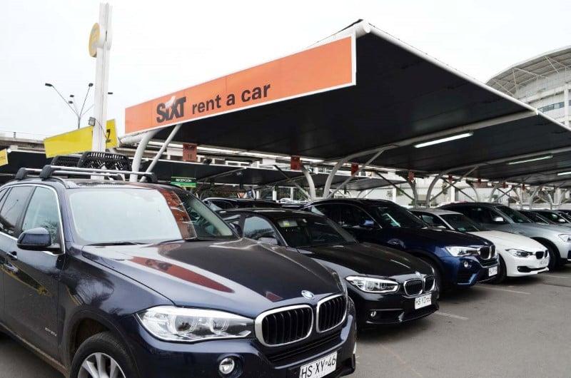Qual modelo de carro alugar no aeroporto de Santiago