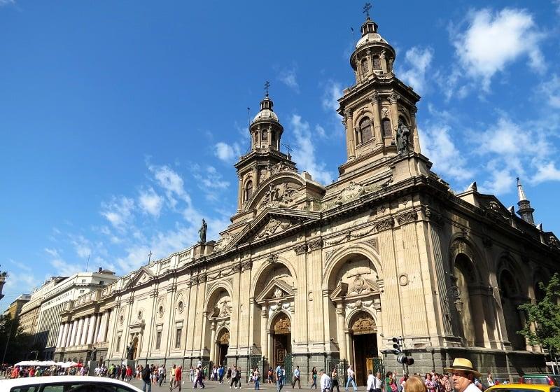 Conhecer a Catedral Metropolitana de Santiago no mês de maio