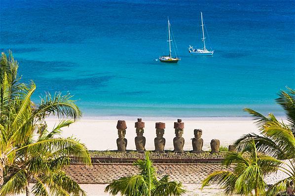 Praia Anakena na Ilha de Páscoa