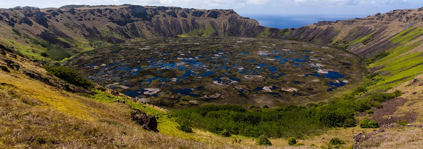 Cratera do Vulcão Rano Raraku na Ilha de Páscoa