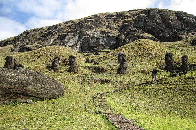 Moais no Vulcão Rano Raraku na Ilha de Páscoa