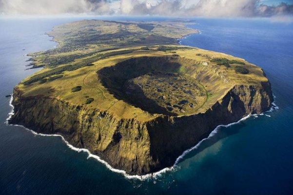 Vulcão Rano Raraku na Ilha de Páscoa