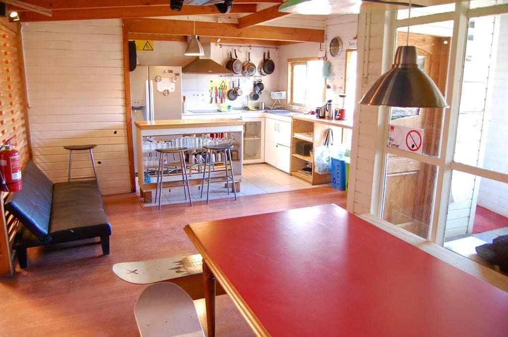 Cozinha do Hostal French Andes em Pucón