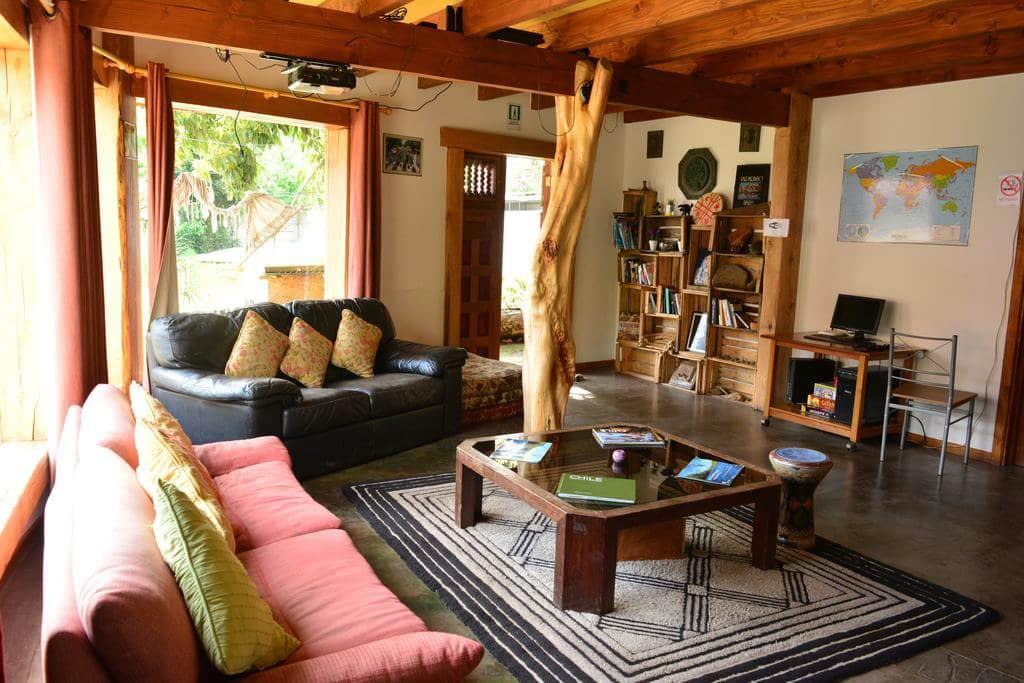 Lounge do Hostal Rio Libre em Pucón