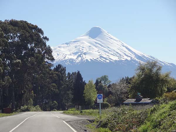 Estrada e montanha do Chile