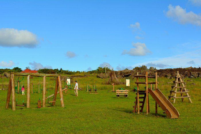 O que fazer com crianças na Ilha de Páscoa: parque infantil em Hanga Roa