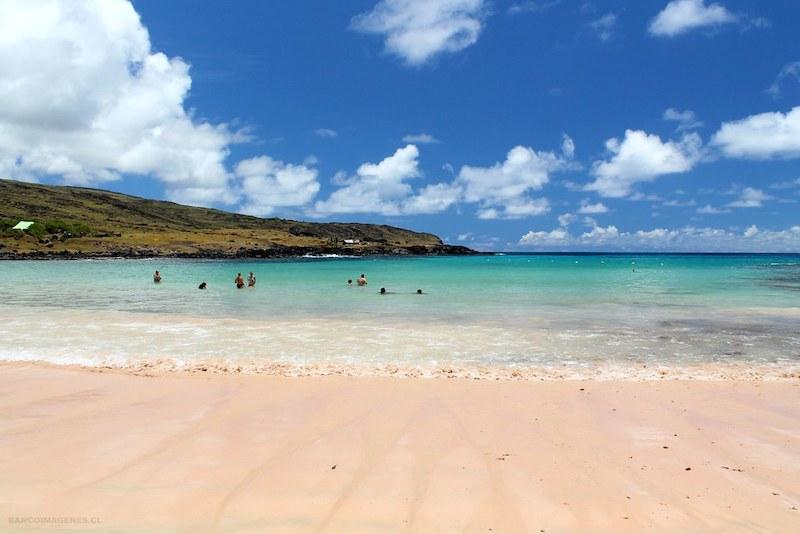 O que fazer com crianças na Ilha de Páscoa: praia Anakena