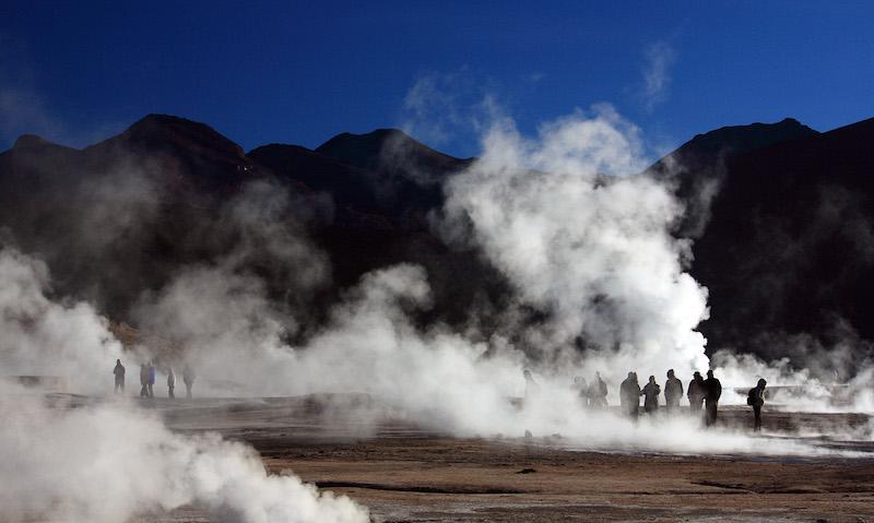 Geyser del Tatio em San Pedro de Atacama no Chile: visitantes